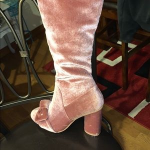 Pink velvet girly girl 👢 boots/Never worn